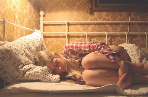 """""""Essayer d'oublier celui qu'on aime, c'est comme essayer d'oublier de vivre"""" ♥"""