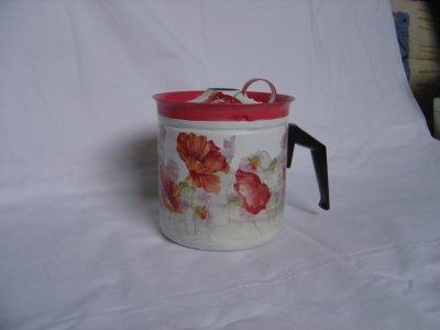 un ancien pot à lait relooke