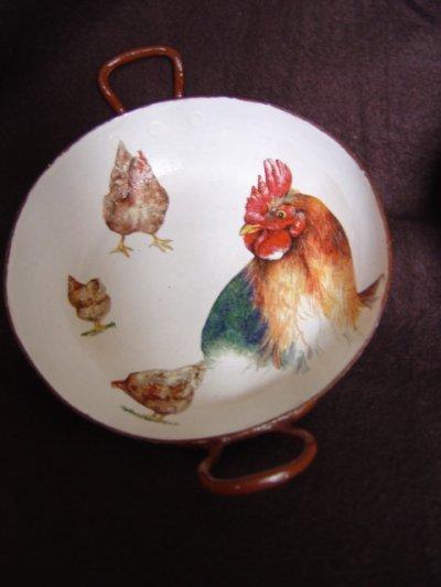 Alors les poulettes c'est pas un beau coq!!