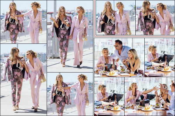 . • 21/03/19  —  La sublime Annalynne est allée bruncher avec sa soeur et un ami à Marina Del Rey en Californie !.