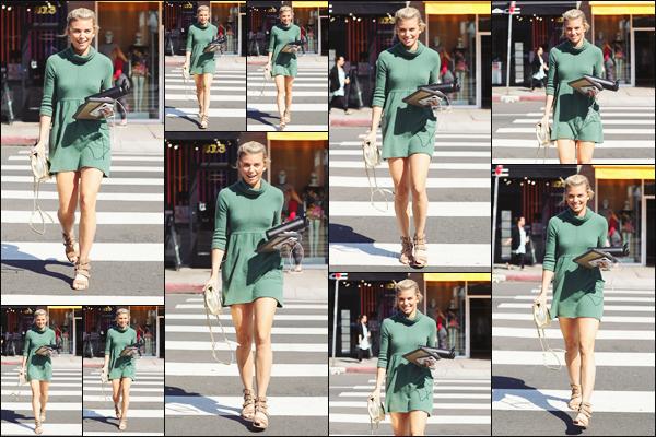 . • 27/03/19  —  La ravissante Annalynne McCord est photographiée se rendant au restaurant, dans Los Angeles !.