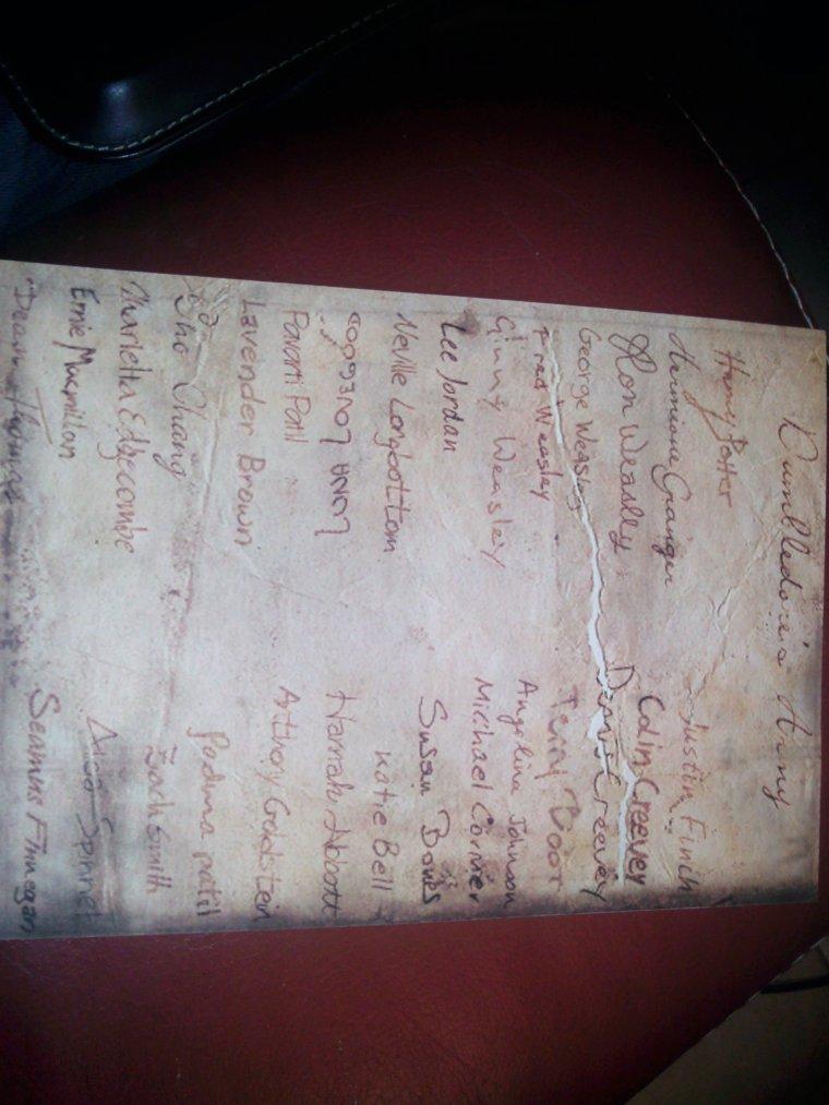 Liste de l'armée de Dumbledore ou AD .
