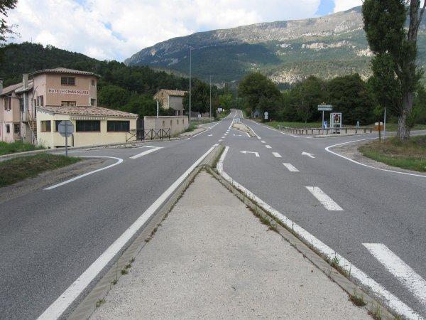 CASTELLANE (04) La R.N. 85 dite route Napoléon, ou un petit garçon a disparu. Il n'a jamais été retrouvé à ce jour.
