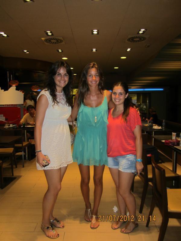Malena Costa avec des fans