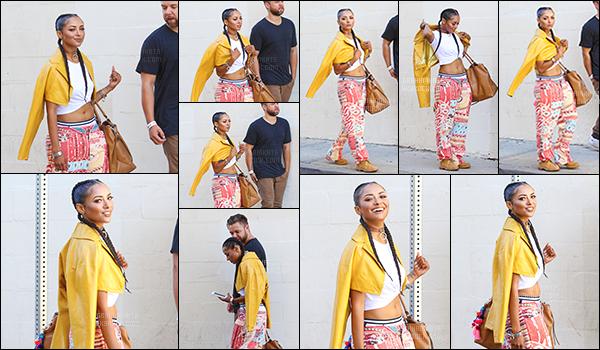 . 28/09/2015 : Katerina Graham a été aperçu dans les rues de Los Angeles en compagnie d'un de ses ami. Elle est très belle dans ce style vestimentaire garçon manqué ! J'aime beaucoup sa coiffure qui lui va a ravir. Rayonnante comme toujours. Avis? .
