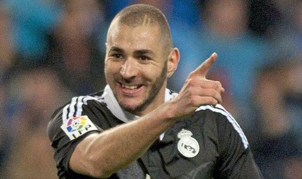 Os 10 <3 Karim Benzema : C'est rare que je vient te voir mais depuis le match où je suis tomber je commence à avoir mal au dos !