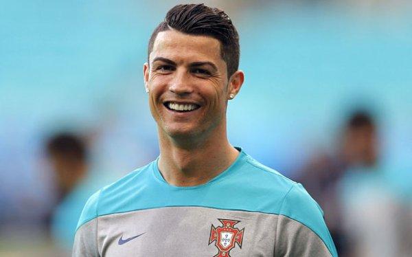 OS 19 <3 Cristiano Ronaldo : Sara ..je me rappelle de cette nuit..Ou du moins j'ai des souvenirs est croit moi.Que tout cela m'a fait comprendre sur mes réelle sentiment que j'ai à ton égard.