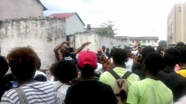 Bill Clinton en plein Tournage de clip dans une rue de Bandal
