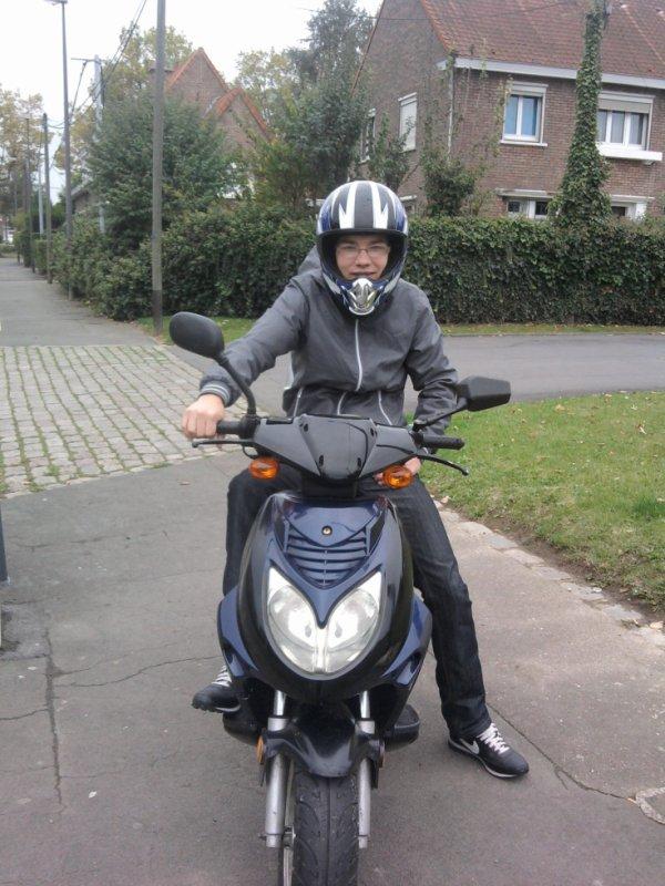 moi avec mon scooter