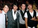 Jonas Brothers et Zac Efron