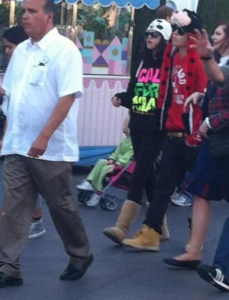 Selena passa dia dos namorados com justin e a familia dele....