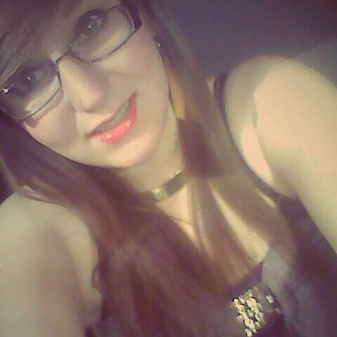 Mon sourire est aussi faux que t'es mots.