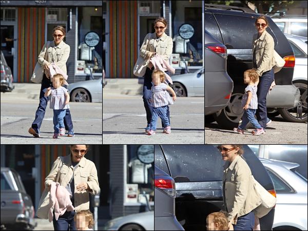 06.02.2019 :Natalie Portman a été aperçue avec sa petite fille Amalia Millepied dans la ville de Los Angeles Encore une nouvelle sortie de Natalie avec sa fille cadette dont malheureusement le visage est flouté mais c'est un top pour Natalie P.