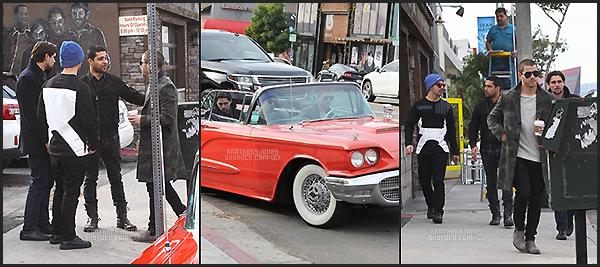 . Nick & Joe Jonas|| Dans les rues de West Hollywood, dans L.A avec des amis. || 11/01/16 .