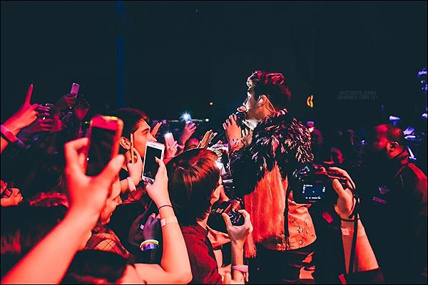 . Joe Jonas|| DNCE a donné un concert à Toronto, au Canada. || 22/01/16 .