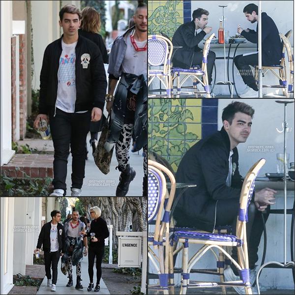 . Joe Jonas|| Il a été vu dans les rues d'Hollywood, Los Angeles avec des amis. || 25/01/16 .