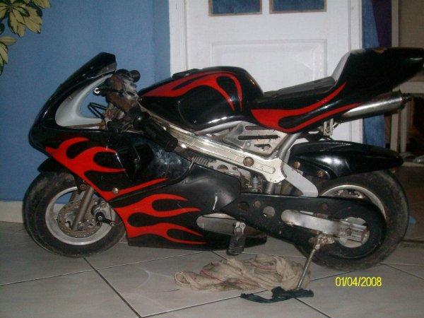 Ma pocket bike 49cc elle va a 90km/h.Vos avis; laché des com !!!