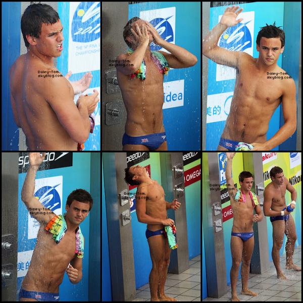 20 Juillet 2011 - Tom se trouvait avec Peter Waterfield son partenaire de plongeon aux Championnats du Monde à Shanghai.