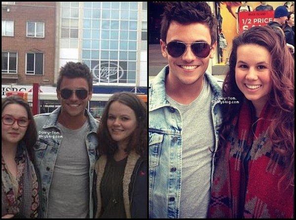 30.03.2013 - Tom à posté trois photos sur son compte Instagram.