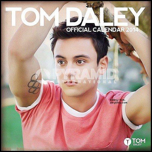 29.06.2013 - Découvre la couverture du calendrier officiel de Tom pour 2014.
