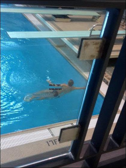03.12.2013 - Tom a reprit ses entrainements de plongeon. On constate qu'il ne porte plus de bandage ce qui montre qu'il va mieux.