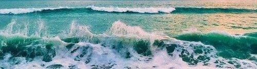 Écoutant les murmures de l'eau.