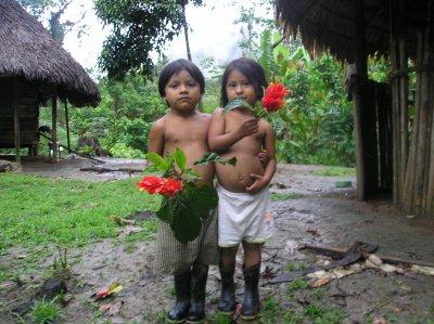 Dans notre petit village en Equateur, au bord de  la rivière qui coule des montagnes.