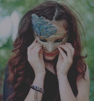 « Un visage est-il un masque de comédie posé sur la tragédie de l'âme ? »Shan Sa