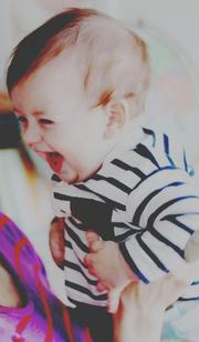« L'enfant reconnaît sa mère à son sourire. »Virgile