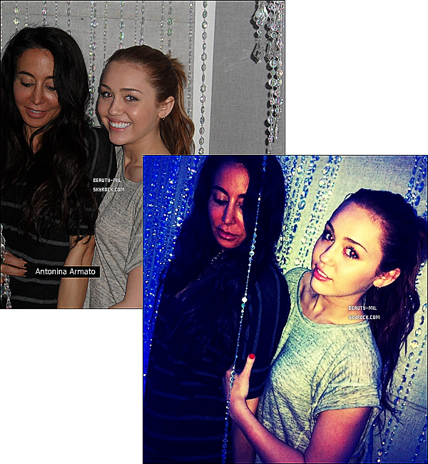 .Come back on Twitter ?.Catégorie: Photos personelles_________Date: 20 mars 2011_________Lieu: / Miley est « de retour » sur Twitter ! Enfin, d'une certaine manière… La belle a tweeté hier soir sur le compte de la Rock Mafia, disant que désormais elle utiliserait ce compte pour s'exprimer. Elle a d'ailleurs posté des photos d'elle avec Antonina Armato alors qu'elle était en studio avec elle.  La Rock Mafia a également décidé de montrer à Miley combien ses fans l'aiment, et a crée le hashtag #1123MC (1123 étant l'anniversaire de Miley, MC pour Miley Cyrus), qui s'est retrouvé en Trending Topic mondial sur Twitter quelques minutes plus tard ! Miley succombera-t-elle et reviendra-t-elle sur Twitter pour de bon ? A voir.EDIT: Miley ne reviendra pas, elle l'as tweeté elle-même: Je voudrais mettre les choses au clair JE NE reviens pas sur Twitter. Je l'utilise seulement lorsque je travaille avec la RM ! Les fans sont la meilleure source d'inspiration. Je vous aime xMC + j'ai ajouté photos personnelles de Miley..