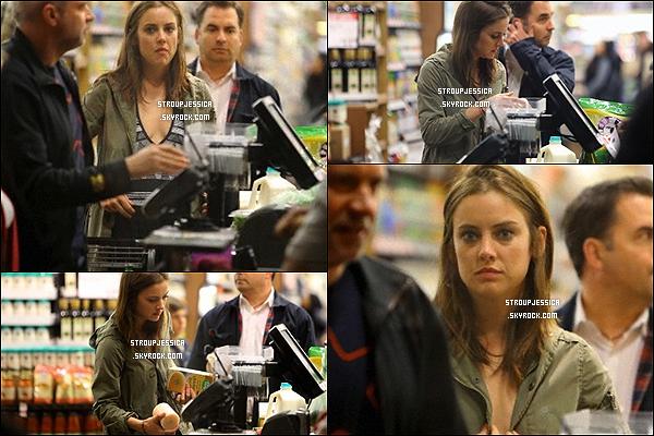 23/05/13 : Jess' était au Clearly Chateau, la belle a été vue avec son ancienne co-star de 90210, Arielle Kebbel.