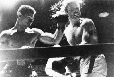 > Pour apprendre à boxer il suffit d'une nuit. Il faut une vie entière pour apprendre à combattre.
