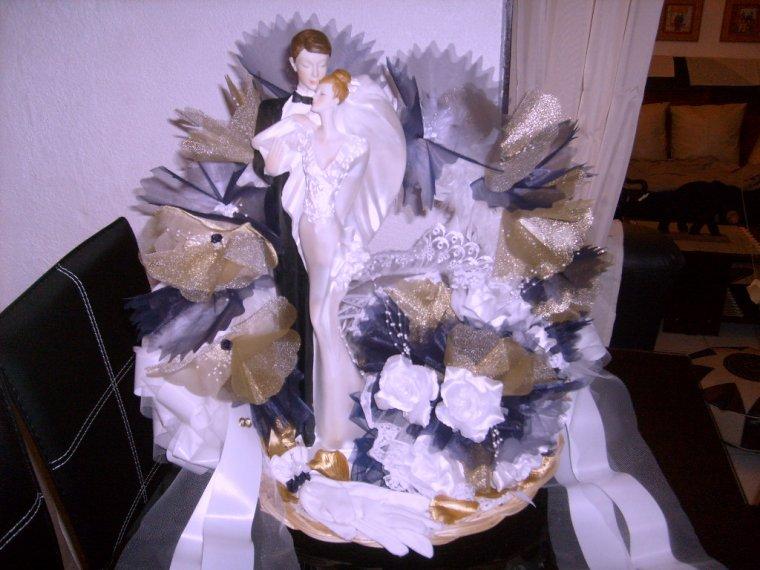 Panier des mariés( Création fait main )au couleur bleu-marine blanc et or choix des mariés