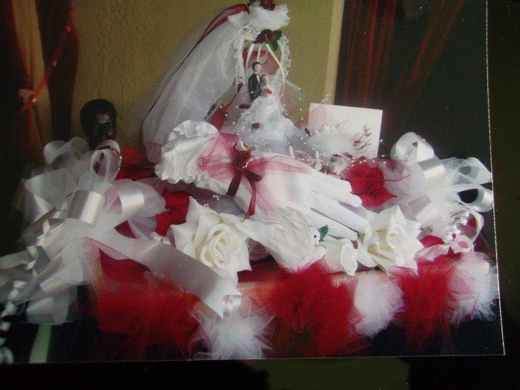 autre modéle de panier de marié (fait main) au couleur blanc et bordeaux choix des mariés