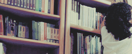La lecture est un bonheur qui demande plus d'innocence et de liberté que de considération. Lire, c'est voyager.