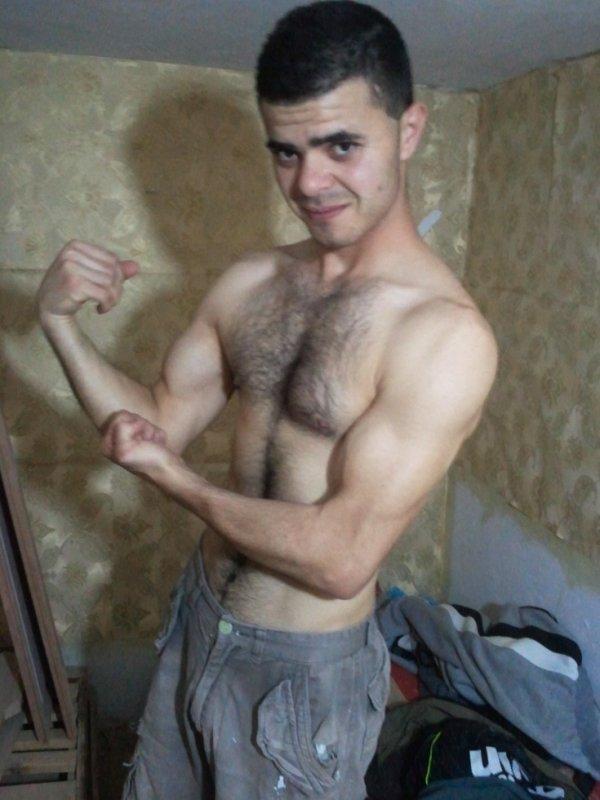 pas  bien  musculé mais  pas  mal  ;)