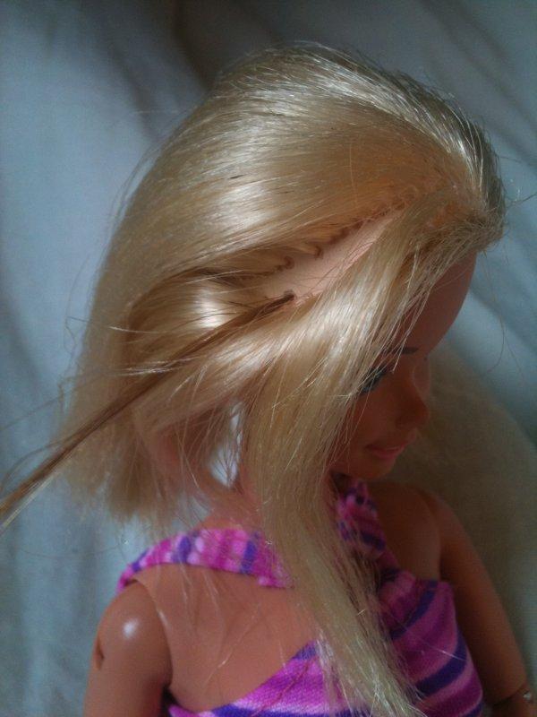implantation de meches de cheveux barbie mattel 1994. Black Bedroom Furniture Sets. Home Design Ideas