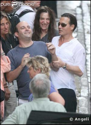 """"""" Johnny Depp est dans tous ses états! Il a grossi, il sue, mais il se marre, regardez! """" Pris sur Purepeople.com."""