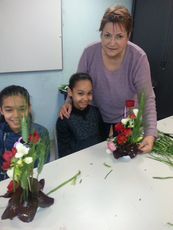 Atelier d'art floral enfants a la residence du Manoir