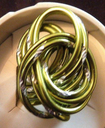 Bague en fil aluminium dans les tons vert