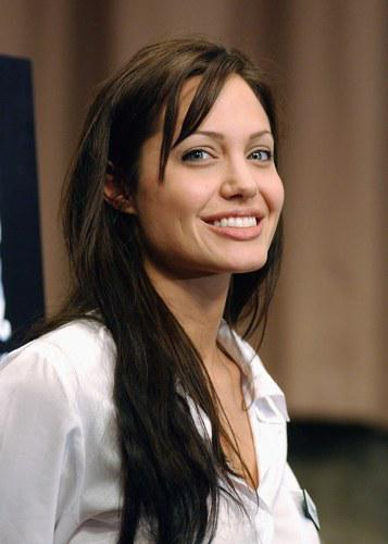 *~~Angelina Jolie~~*