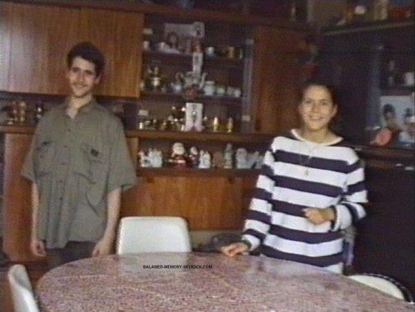 1992 08 07 Rahmani Zidane et Nora à Garges dans le Salon