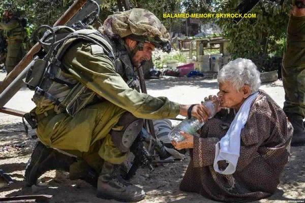 """Actualités/Fait divers : Un soldat de """" l'armée la plus morale du monde """" donne de l'eau à une vieille Palestinienne avant de l'abattre"""