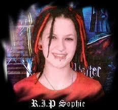SOPHIE LANCASTER assassinée pour cause d'être GOTH