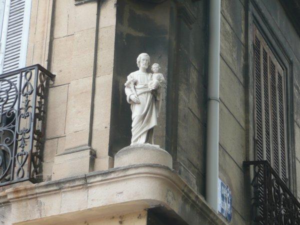 angle place des Grands Carmes et la rue des Carmelins  photo marseillepassion du 23 sept 2010