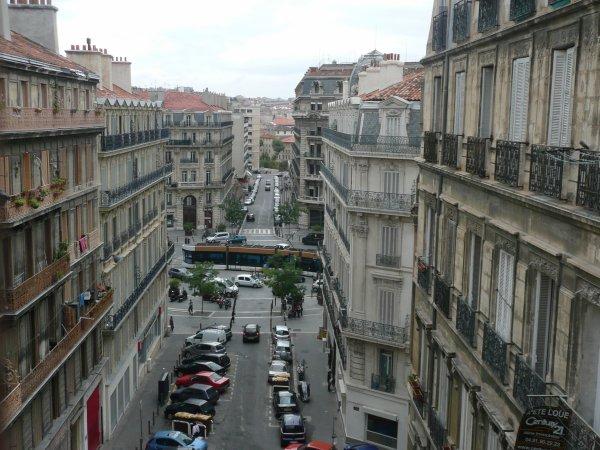 vue de la place des grands Carmes sur la Place Sadi Carnot    photo marseillepassion du 23 sept 2010