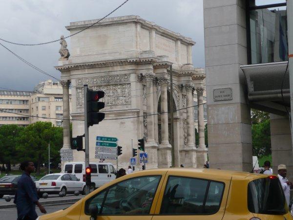 Arc de Triomphe vu de la rue Ste Barbe  photo marseillepassion du 23 sept 2010