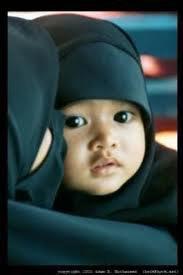 Le hijab sur un bébé