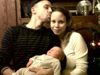 mon ange moi et notre fils et voila 17 jour que tu es avec nous on n est tres heureux et ont t aime plus que tout