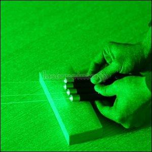 この商品は新着の405nm半導体レーザーポインターで